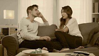 Um bom ouvinte não ausenta sua mente da conversa.